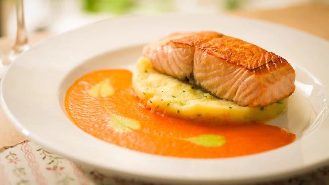 Prato com salmão do restaurante Les Chefs de France no Disney Epcot Orlando