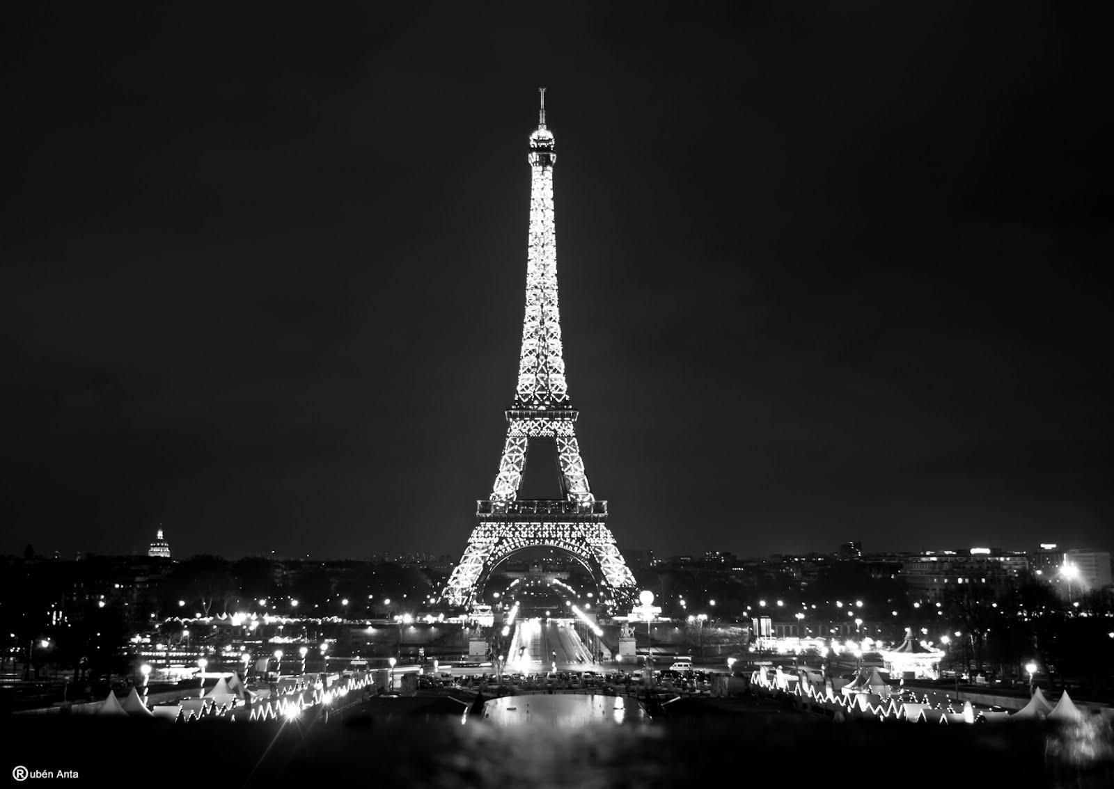Torre Eiffel Sin Fondo