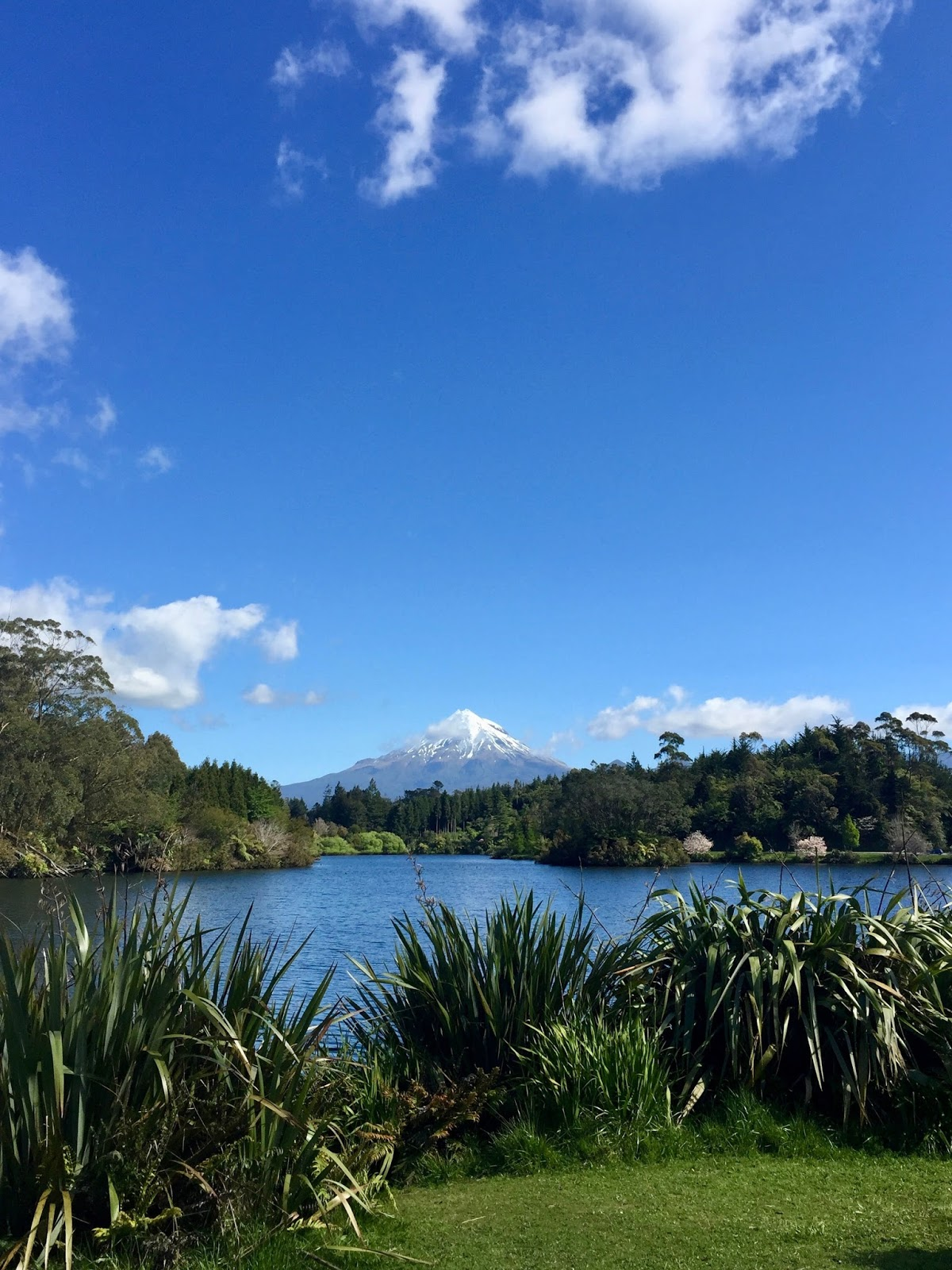Beautiful view of Mt. Taranaki from Lake Mangamahoe Lookout, best walks in New Zealand