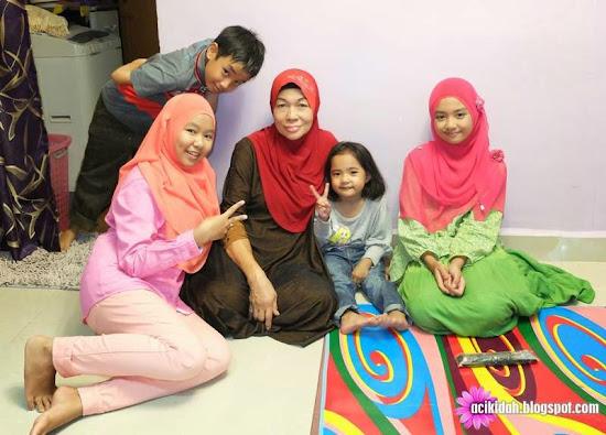 Kenangan anak-anak bersama Opah