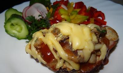 Karczek zapiekany z serem i pieczarkami