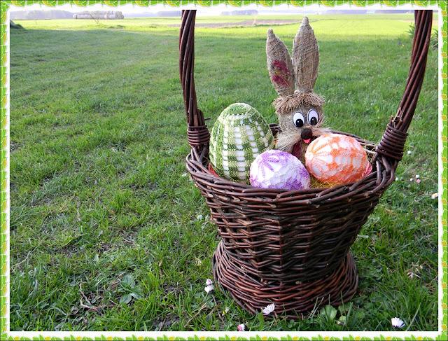 zając z siana, koszyk, jaja, rękodzieło