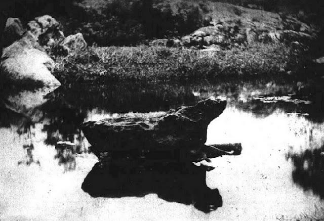 Meteorito de Bendegó no leito do riacho Bendegó, na Bahia
