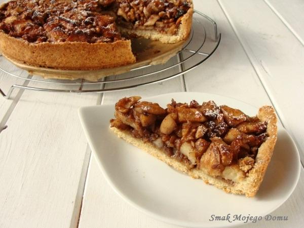 Kruche ciasto z jabłkami, bakaliami i miodem