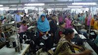 Tekstilfabrikk i Bangladesh 2009. Foto NaZemi, wikimedia