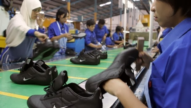 newest 81704 1a2a9 ... Adidas, Puma qui cherchent toujours à proposer des prix bas afin de  satisfaire les consommateurs du monde entier et d augmenter leur marge de  profit.