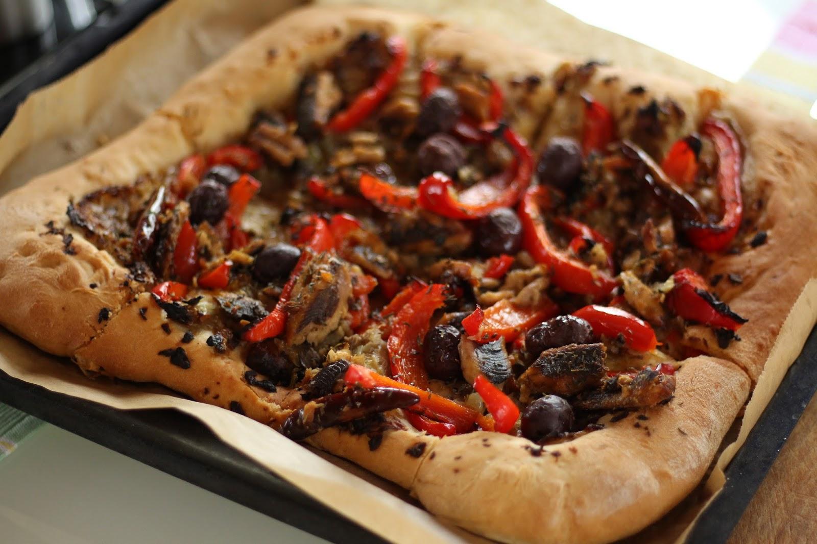 Pizza mit Oliven und Sardellen: Pissaladière