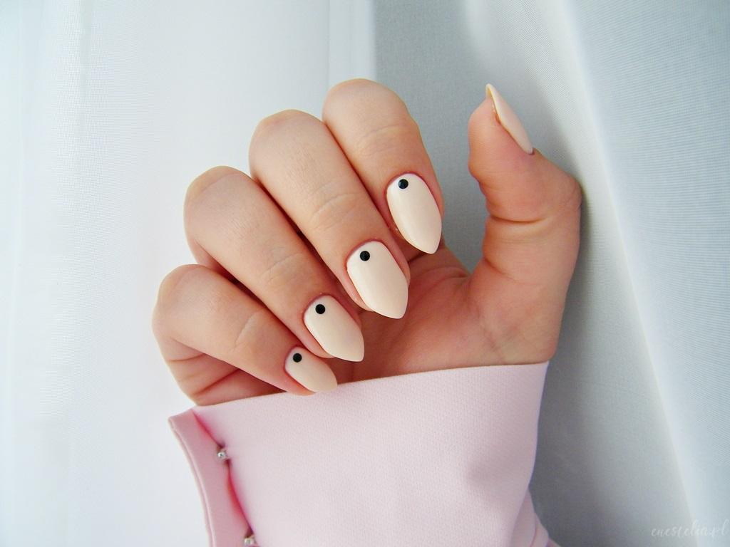 Manidot, manicure w kropki, najgorętszy hit sezonu, modne paznokcie