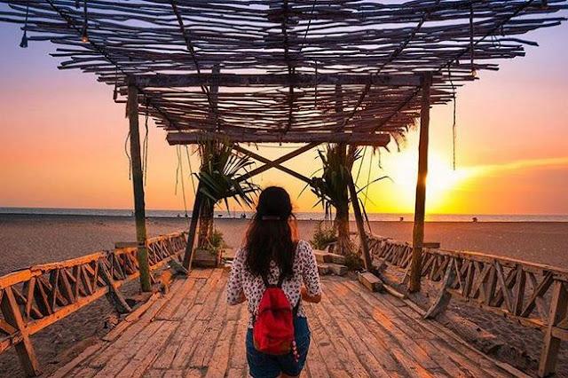 Pantai Kayu Putih Canggu (Beach) di Kuta Utara Bali - Daya Tarik dan Informasi Lengkap Terbaru