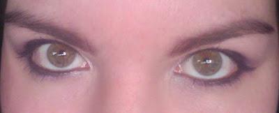 ojos verdes delineador morado
