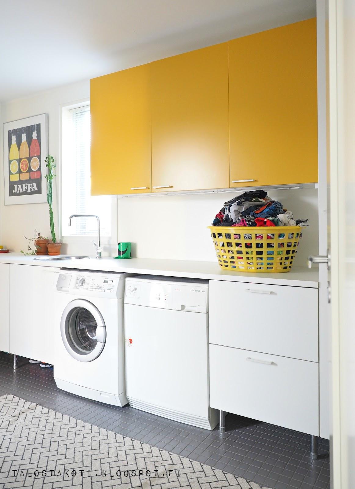 kodinhoitohuone, keltainen kaappi, arkieteinen