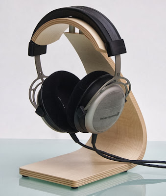 headphone stand with headphones