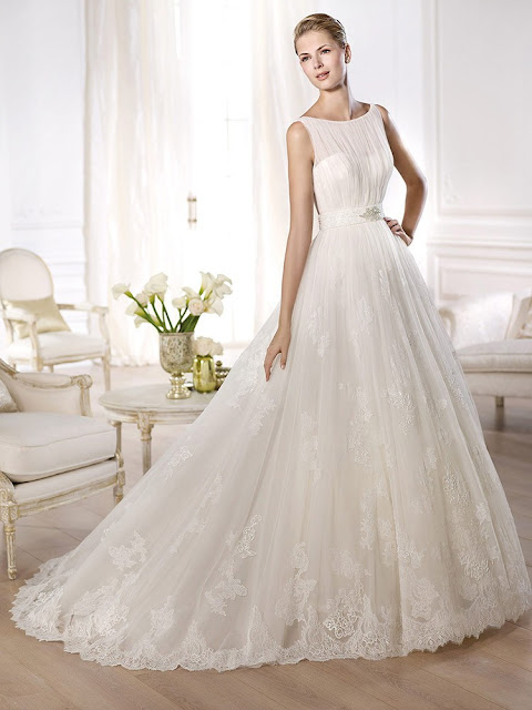 http://www.dressfashion.co.uk/product/princess-ivory-lace-tulle-beading-beautiful-court-train-wedding-dress-00020288-4056.html?utm_source=minipost&utm_medium=1173&utm_campaign=blog
