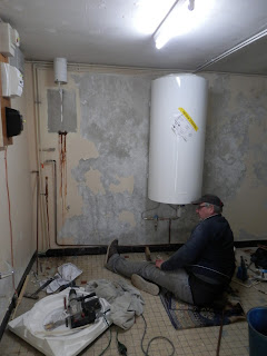 installing an electric water heater in France - Renovation project