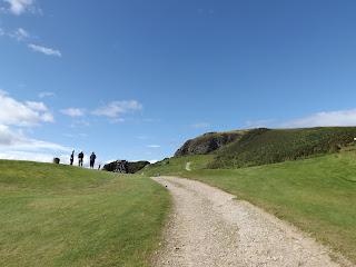 A skót nyugdíjasok stílusosan golfoznak