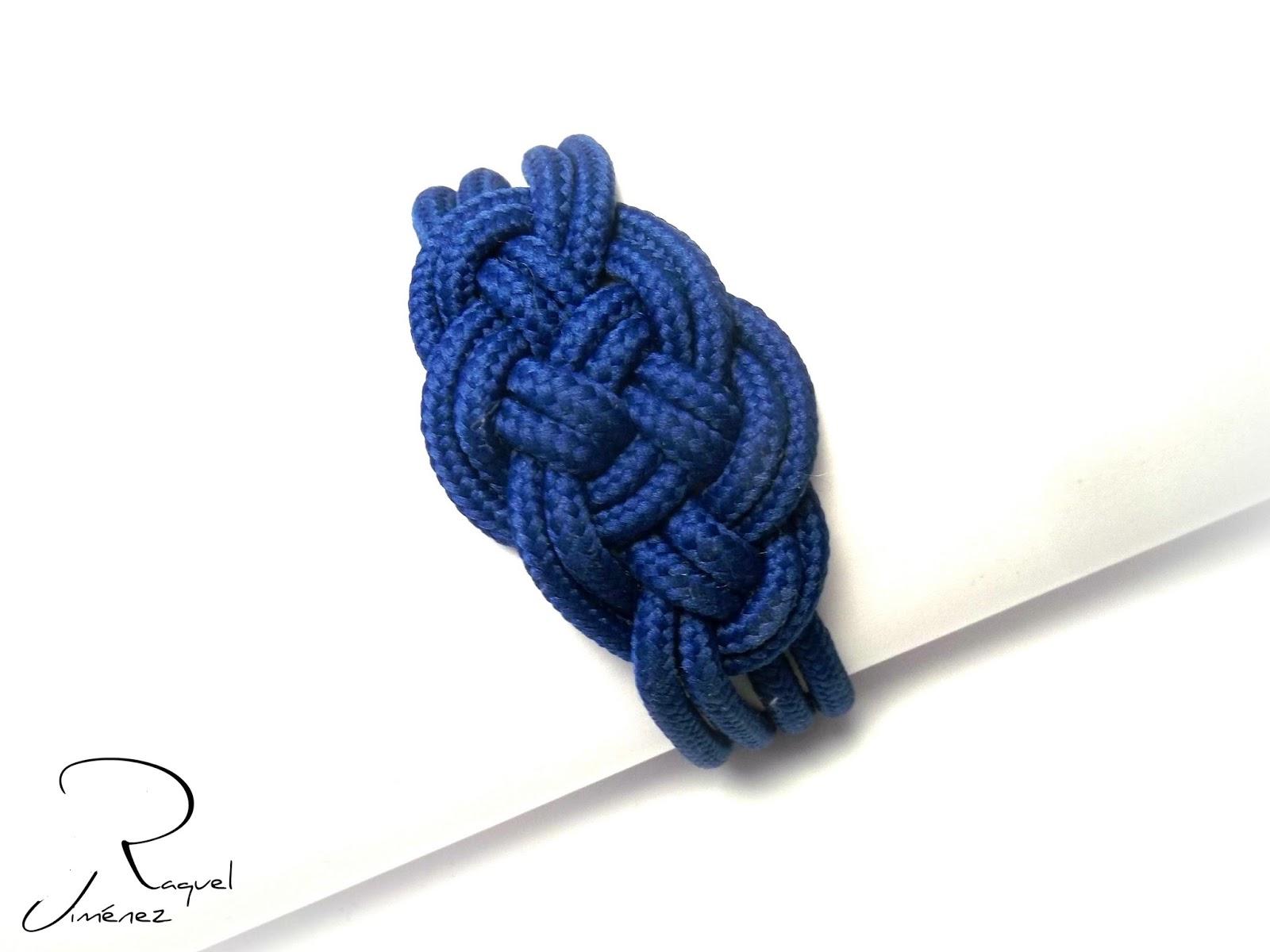 pulsera con nudo celta azul