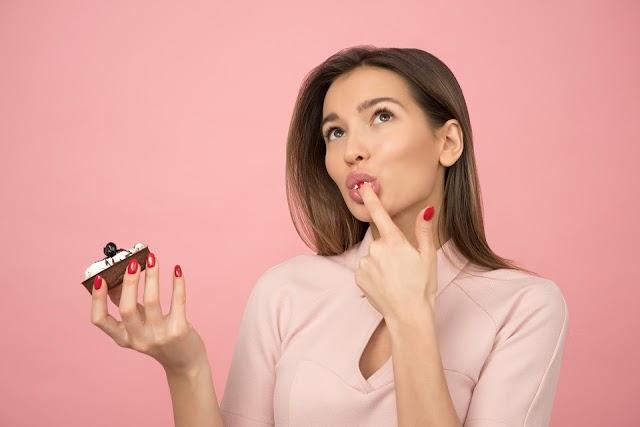 Aseguran que desayunar pastel de chocolate ayuda a bajar de peso