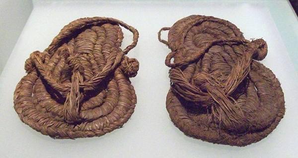sejarah sandal