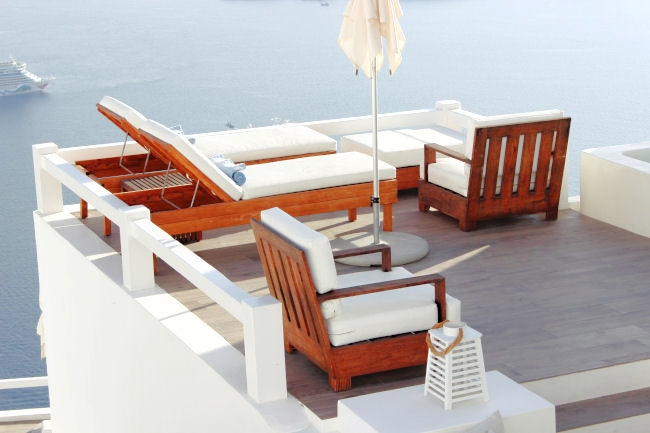 Honeymoon luxury hotels in Santorini