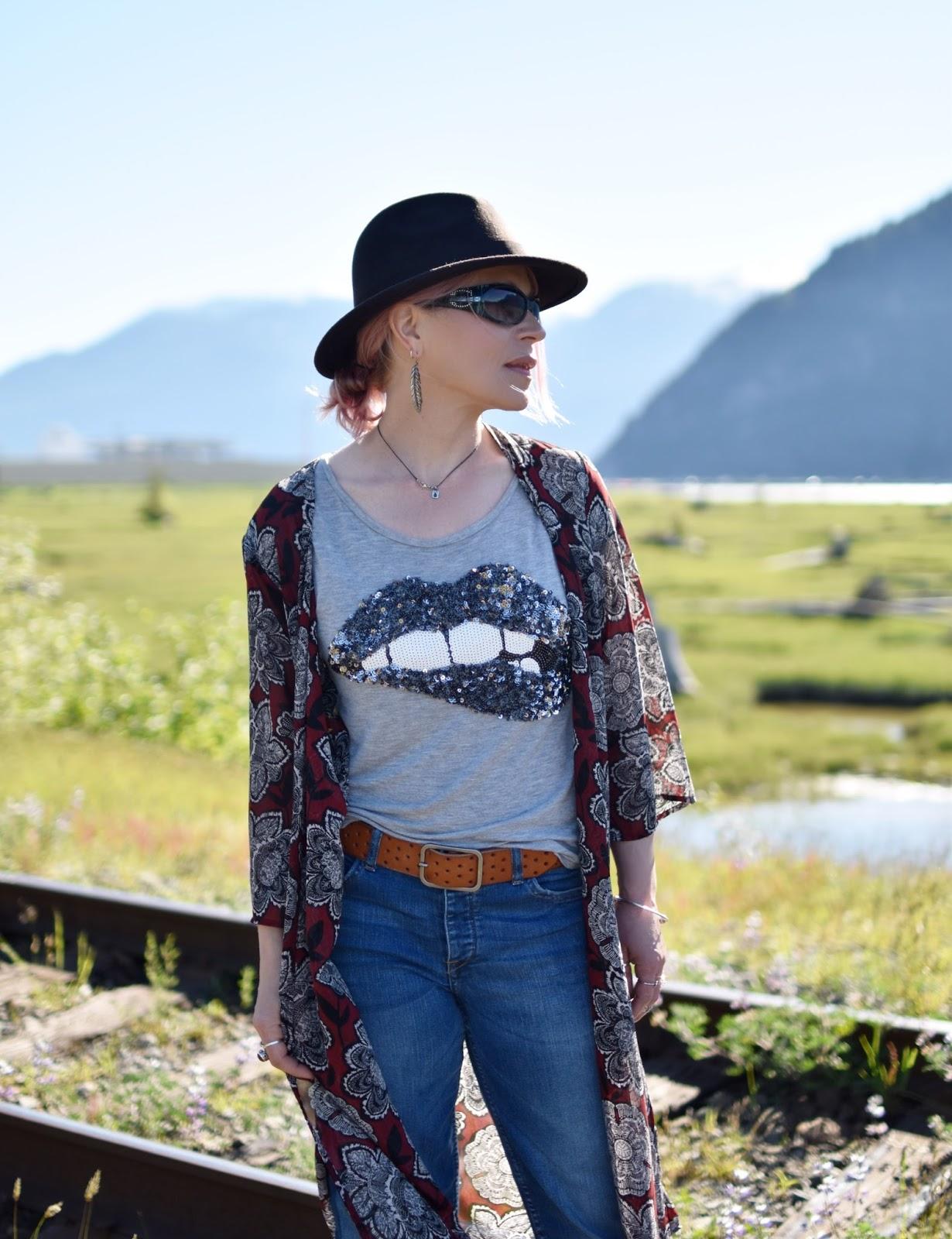 "Monika Faulkner outfit inspiration - sequinned ""lips"" tee, floral kimono, sunglasses, felt fedora"