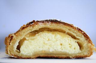 Sluoksniuotos tešlos pyragas