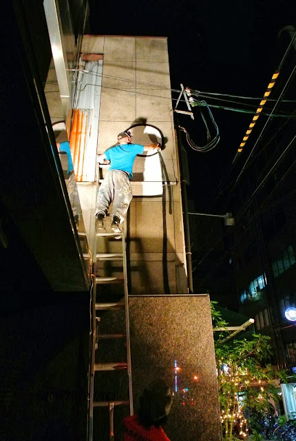British Street Artist Stik paints a new street piece on the streets of Osaka, Japan. 2