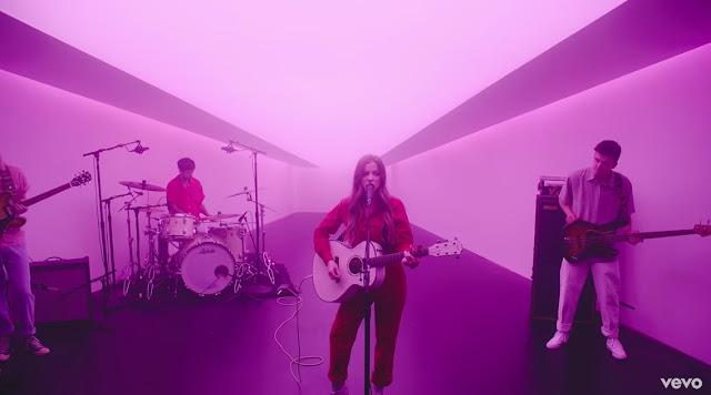 Jade Bird Performs 'Uh Huh' For Vevo DSCVR