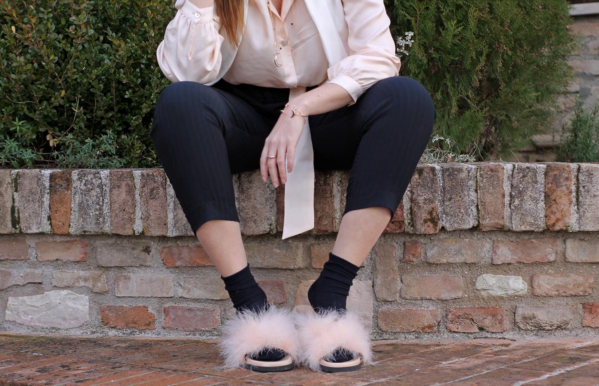 pink fluffy fur sandals