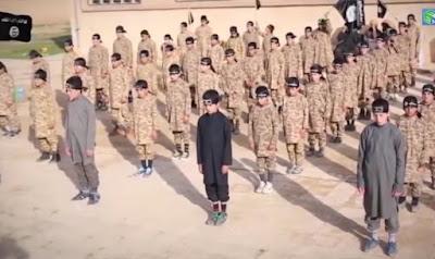 Muçulmanos do Estado Islâmico estão treinando mais de 1.400 crianças para o terrorismo, diz relatório