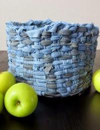 http://www.muyingenioso.com/cesta-reciclando-pantalones-vaqueros/