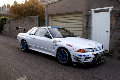 White Nissan Skyline Race car