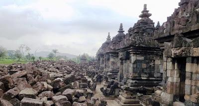 Runtuhnya Tradisi Hindu-Buddha di Indonesia