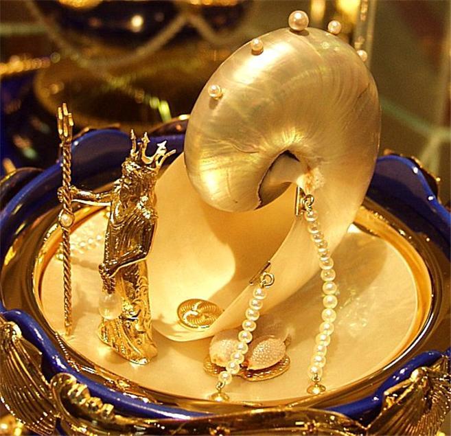 Foto de um Ovo de Fabergé - Poseidon Dourado Detalhes