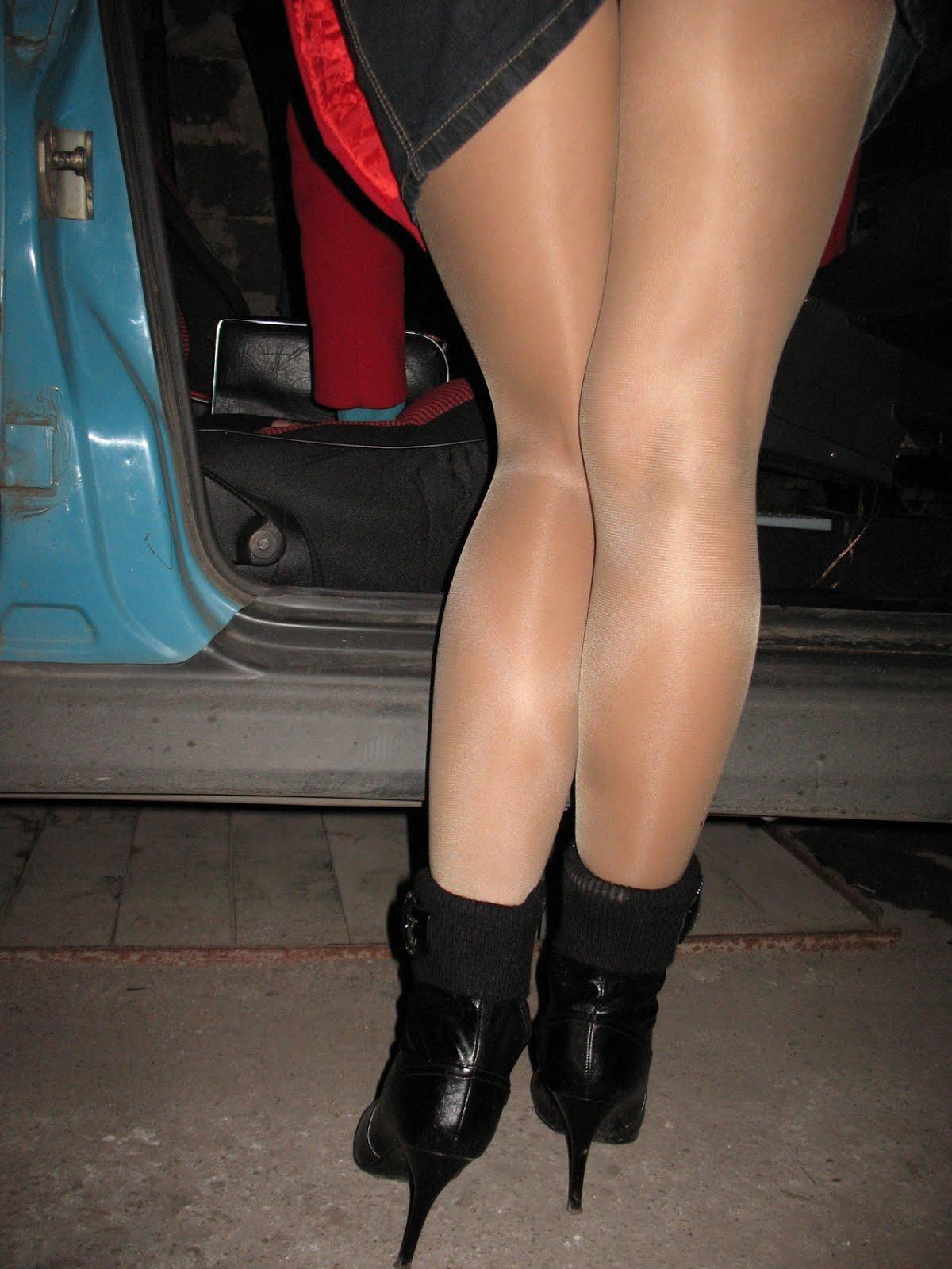 апскирт чаевые колготки нога на ногу прижигания