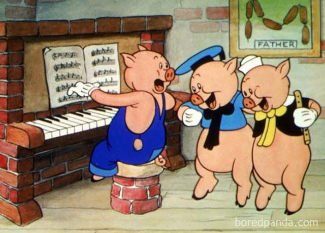 Os três porquinhos andam nas pontas dos pés, e tem um quadro na parede com restos do pai