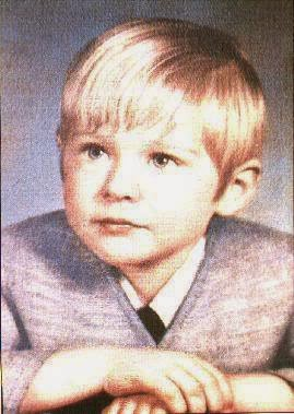 Rare Pictures Of Kurt Cobain S Family And His Childhood