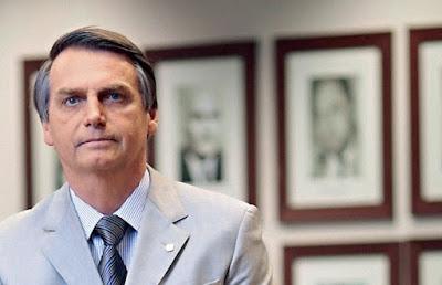 Após imundo cuspe, Bolsonaro vai entrar com processo contra o comunista Jean Wyllys no Conselho de Ética da Câmara