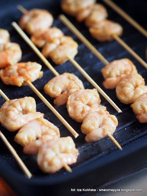 szaszlyki z krewetek, krewetki na patyku, przekaski, menu imprezowe, owoce morza, grill, na prywatke