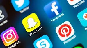 المنتديات على الانترنت و وسائل التواصل الاجتماعي