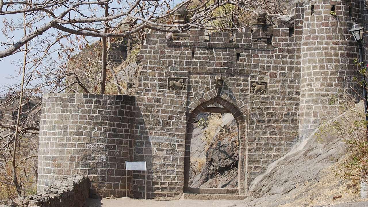 किल्ल्याच्या द्वाराची कमान