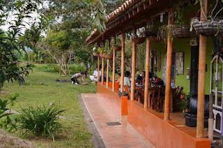 Eco Aldea situada a 25 km de la ciudad de Medellín en las verdes montañas del Oriente Antioqueño. Cuenta con un excelente ambiente campestre en sintonía con la naturaleza. Un espacio ideal para retiros de Yoga, voluntariados y turismo ecológico.