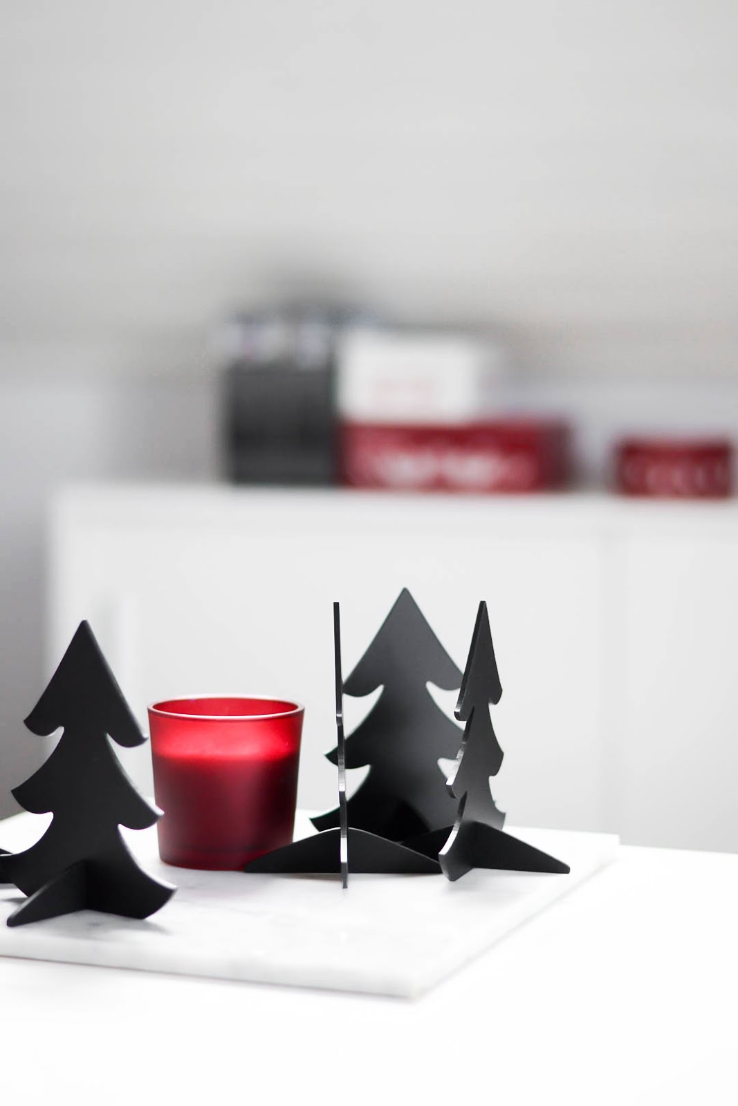Christmas decoration, minimal, black, red, hema, menu kaart