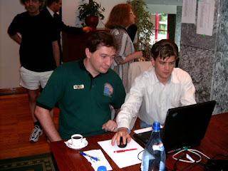 FestivalInternationaldeScrabbleFrancophone2004RoumaniePoianaBrasov2, Carol, Herve transmit en direct pe Internet Scrabble Club, ISC