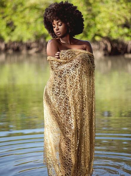 Amara-La-Negra-semi-nude-photo-05