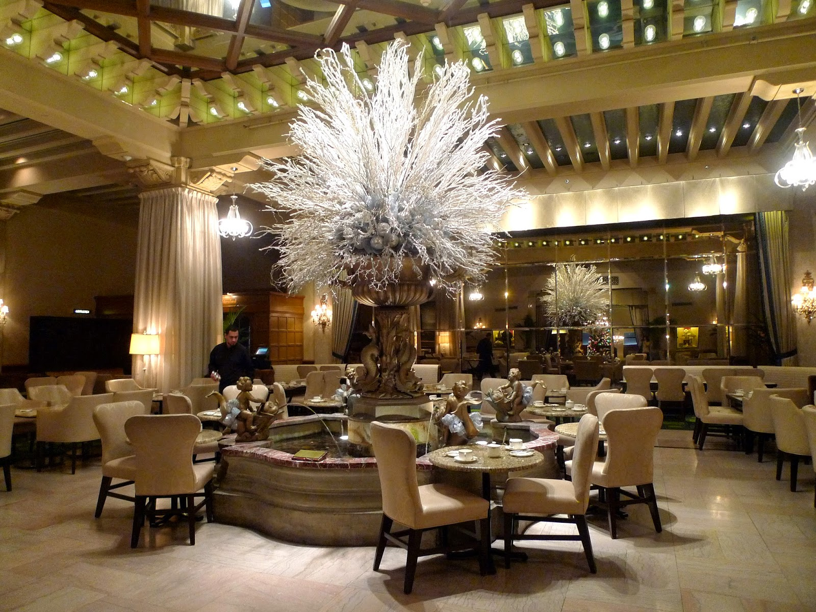 The Palm Court Famous For Their Delicious Afternoon Teas By Fountain With Live Harp Music It S Believed That Tossing Coins Into