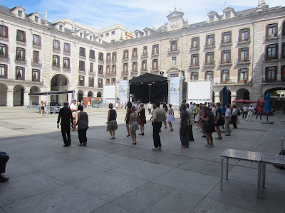 Swing dance classes in the plaza