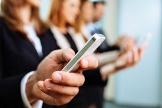 Perkembangan teknologi ibarat handphone bisa mempermudah kita menjalani acara sehari Materi Sekolah |  Dampak Radiasi Handphone Pada Kesehatan