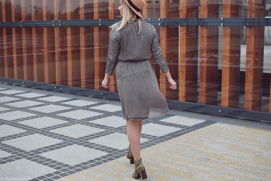 sukienka, kapelusz, wężowe botki
