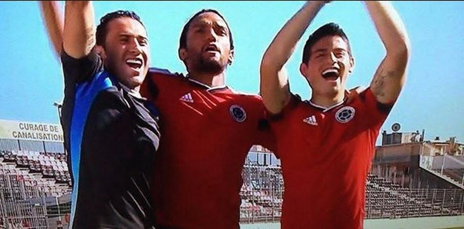 ec5a53a69dd09 los fans de fútbol  Nueva segunda camisetas de futbol del Colombia por  Mundo 2014