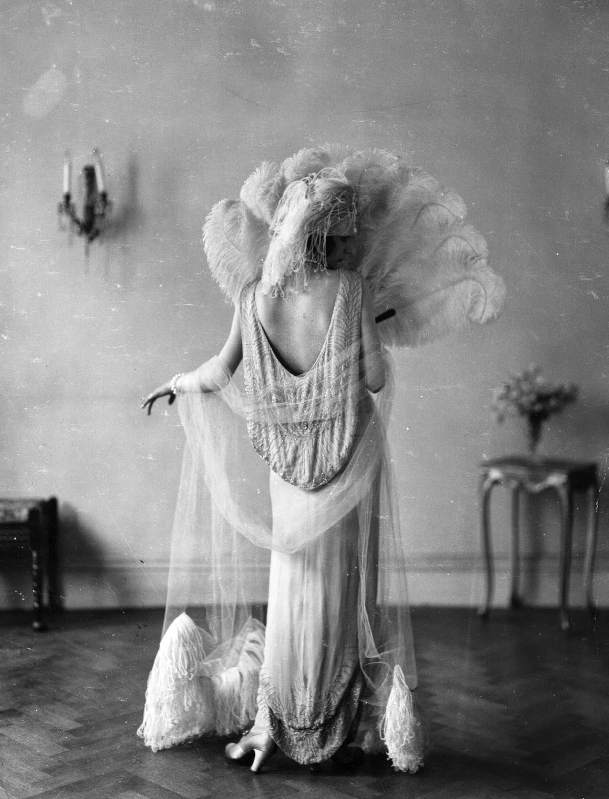 15 Vintage Photos Show Beautiful Fashion Of The 1920s